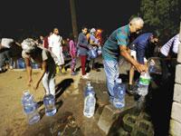 תושבים בקייפטאון בתור למים/ צילום: רויטרס