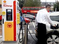 עמדת טעינה לרכב חשמלי בלונדון  / צילום: רויטרס מרי טרנר