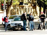 המדינה מחליטה שבעלי מכוניות יסבסדו ביטוחים של רוכבי אופנועים / צילום: shutterstock