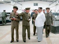 מנהיג צפון קוריאה קים ג'ונג און מבקר במפעל בתוך קומפלקס של כריית פחם / צילום: רויטרס