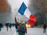 מפגין בפריז / צילום: רויטרס