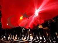 תומכי ארדואן חוגגים בכיכר טקסים באיסטנבול, השבוע / צילום: רויטרס - Kemal Aslan