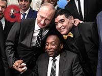 פוטין עם אגדות הכדורגל מראדונה ופלה / צילום: רויטרס