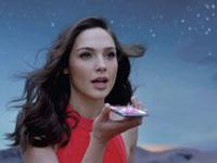גל גדות בפרסומת לוואווי/ צילום: מתוך ערוץ יוטיוב