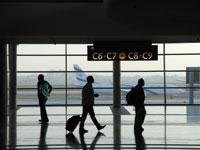 נוסעים בנתבג/ צילום: איל יצהר