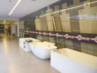 חנות לכלים סניטריים / צילום: תמר מצפי