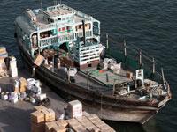 הטענת סחורות על ספינה איראנית בדובאי./  צילום: רויטרס Christopher Pike