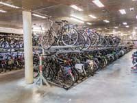 חניון אופניים תת־קרקעי באמסטרדם  / צילום : Shutterstock/ א.ס.א.פ קרייטיב