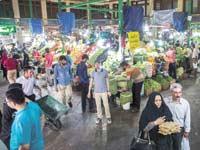 קונים בשוק בטהרן / צילום: רויטרס