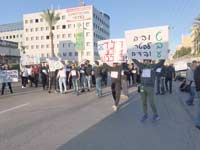 עובדי טבע אשדוד מפגינים נגד הפיטורים / צילום: דוברות ההסתדרות