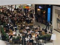 """קונים ביום הבחירות בקניון TLV / צילום: יח""""צ"""