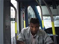 מאבטח ברכבת הקלה / צילום: רונן זבולון, רויטרס