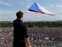 הפגנת הענק בצ'כיה נגד ראש הממשלה באביס / צילום: מילאן קאמרמאייר, רויטרס