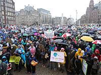 הפגנה באמסטרדם למען המאבק בהתחממות כדור הארץ  / צילום: EVA PLEVIER, רויטרס