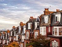 לונדון. מקומות עבודה ואנשים חוזרים לערים הגדולות ומעלים את המחירים / צילום: Shutterstock