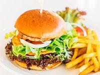 המבורגר / צילום: Designed by lifeforstock / Freepik