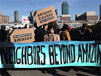 """מתנגדים לפתיחת מרלו""""ג של אמזון בארה""""ב / צילום: SHANNON STAPLETON, רויטרס"""
