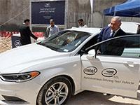 ראש הממשלה בנימין נתניהו נכנס לרכב האוטונומי בטקס הפתיחה של מרכז מוביליי / צילום:  Abir Sultan, רויטרס