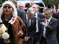 """נגיד הבנק המרכזי של יפן, הרוהיקו קורודה (מימין) ויו""""ר הפדרל ריזרב, ג'רום פאוול / צילום: BEN NELMS , רויטרס"""