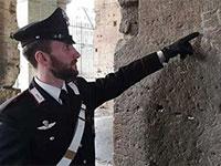 ראשי התיבות שישראלית קשקשה על קירות הקולוסיאום ברומא / צילום: מתוך אתר wantedinrome