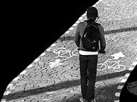 הפתרונות לבעיית האופניים החשמליים והקורקינטים: חינוך ואכיפה / אילוסטרציה: אפרת לוי, גלובס