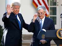 "נשיא ארה""ב דונלד טראמפ ויו""ר הפד ג'רום פאואל/ צילום: רויטרס, CARLOS BARRIA"