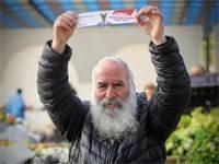 ניידת הבחירות של גלובס בשוק שדרות \ צילום: שלומי יוסף