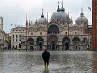 כיכר סן מרקו בונציה מוצפת / צילום: מנואל סילבסטרי, רויטרס