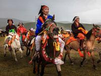 בני השבטים בתלבושות עממייים/ צילום: דורון הורוביץ
