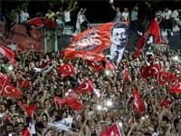 חגיגות הניצחון של תומכי אקרם איממוגלו באיסטנבול / צילום: Kemal Aslan, רויטרס