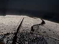 מראות הסולאריות באשלים במבט מהמגדל התרמו־סולארי / צילום: איל יצהר