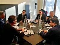 """שר האוצר משה כחלון בפגישה עם נשיא ומנכ""""ל פייפאל דן שולמן / צילום: דוברות שר האוצר"""