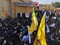 הפגנה מחוץ לבניין השגרירות האמריקנית בבגדד / צילום: THAIER AL-SUDANI, רויטרס
