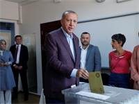 ארדואן מצביע בבחירות החוזרות לראש עיריית איסטנבול / צילום: Murad Sezer, רויטרס