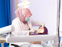 רופאת שיניים / צילום: שאטרסטוק