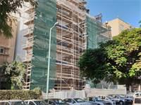 אתר בנייה סגור בפתח תקווה / צילום: גיא ליברמן, גלובס