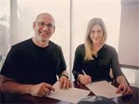 """חתימה על ההסכם הקיבוצי החדש בסלקום / צילום: יח""""צ, אורי וולמן"""
