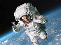 """האסטרונאוט האמריקאי סקוט קלי במתיחה של סודהסטרים לכבוד ה-1 באפריל / צילום: יח""""צ"""
