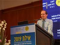 """עו""""ד רז נזרי בכנס רואי החשבון באילת / צילום: שלומי יוסף, גלובס"""