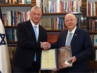 """הנשיא מעניק את המנדט להרכבת הממשלה לבני גנץ / צילום: חיים צח, לע""""מ"""