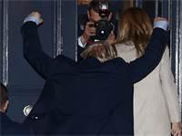בוריס ג'ונסון חוגג את ניצחונו / צילום:  Hannah McKay, רויטרס