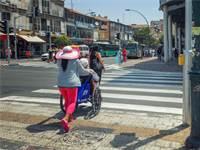 קשישים בתל אביב / צילום: שאטרסטוק