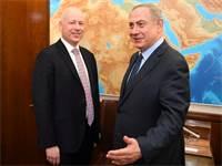 ראש הממשלה בנימין נתניהו וג'ייסון גרינבלט / צילום: Courtesy Matty Stern/U.S. Embassy Tel Aviv, רויטרס