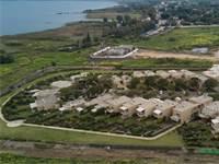 """פרויקט דיור מוגן הקרוי """"בית בכפר"""" על חוף הכנרת צמוד לקיבוץ גנוסר / צילום: באסל עווידאת"""