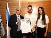 : ענבל ומשה חוגג ופרופ' יוסף קלפטר, נשיא אוניברסיטת תל אביב, בהשקת מכון הבלוקצ'יין / צילום: חן גלילי