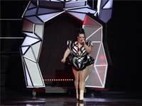 נטע ברזילי מופיעה בערב חצי הגמר הראשון של האירוויזיון בתל אביב / צילום אורית פניני