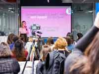 נשים באירוע שנערך לציון 10,000 חברות בקבוצת הפייסבוק  נשים בהייטק / צילום: אוסקר לוינסון