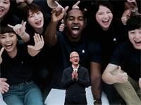 """מנכ""""ל אפל טים קוק בהשקת מוצרים של החברה / צילום: Shannon Stapleton, רויטרס"""