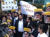 """פעילי ש""""ס מפגינים מול משרדי קשת / צילום: מטה ש""""ס"""