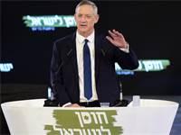 בני גנץ נואם באירוע הבחירות הראשון שלו / צילום: שלומי יוסף